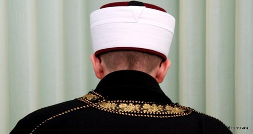 Skandal karar! 10 Kasım sirenleri çalarken dua ettiren imam açığa alındı