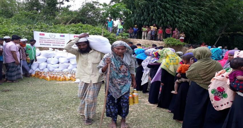 Arakan'a acil yardım: İHH bölgeye ulaştı