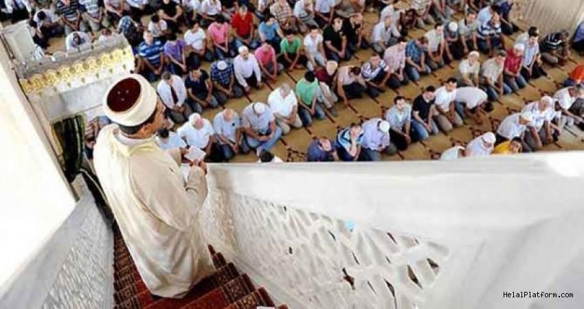Hutbe sırasında konuşmak, duaya amin demek, Hutbe dinlerken nasıl oturulur?