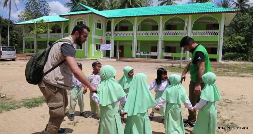 Şehit Ömer Halisdemir Okulu Patani'de açıldı