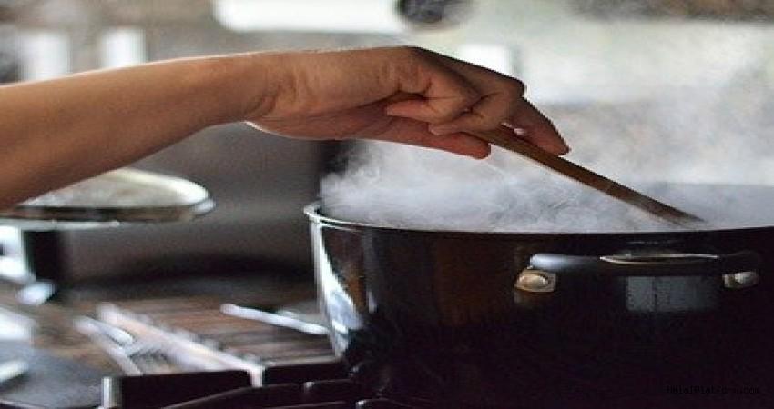 Yemek koklamak, parfüm koklamak orucu bozar mı?